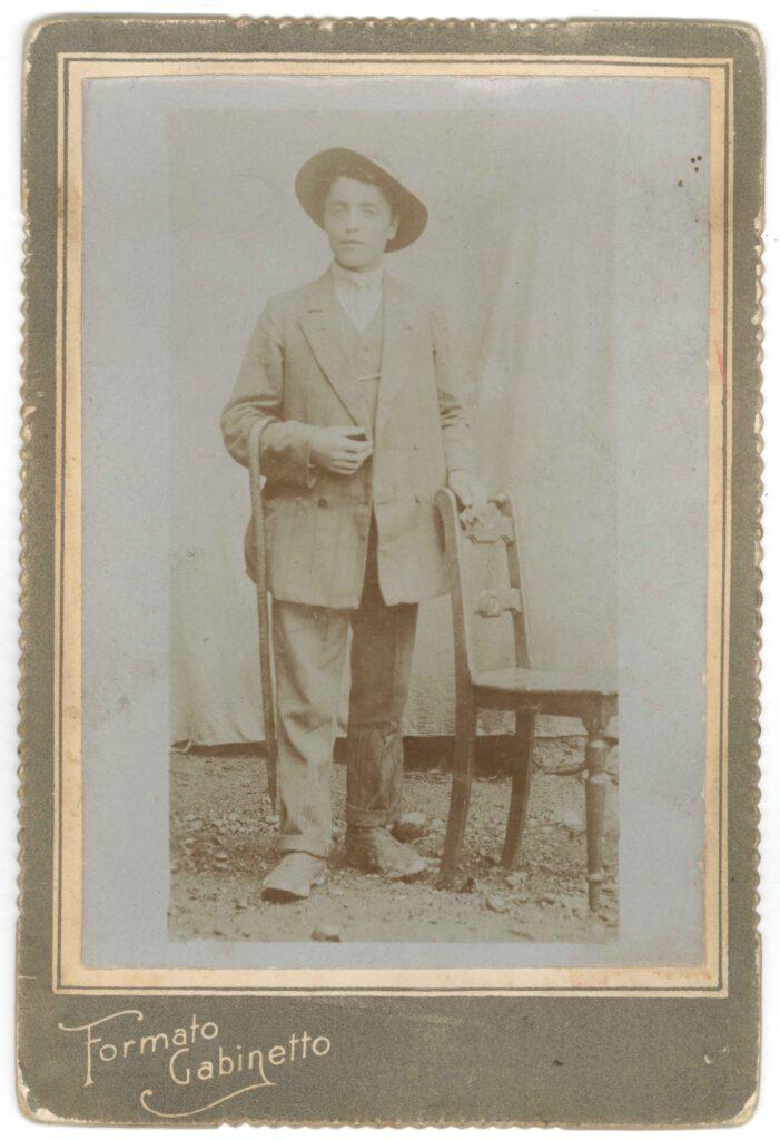 Viviani Lorenzo prima della partenza, 1913 (archivio privato della famiglia Viviani)